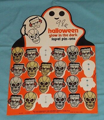 vintage Fun World HALLOWEEN LAPEL PIN-ONS store display card + pinback buttons