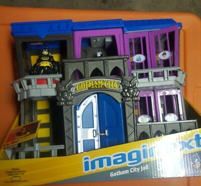 NEW FISHER PRICE IMAGINEXT DC SUPER FRIENDS GOTHAM CITY JAIL WITH ACCESSORIES
