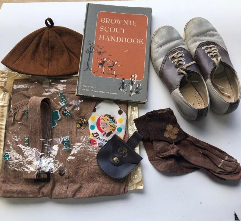 VINTAGE BROWNIE SCOUT SET OUTFIT SHOES BOOK HAT SOCKS SCARF CHANGE PURSE