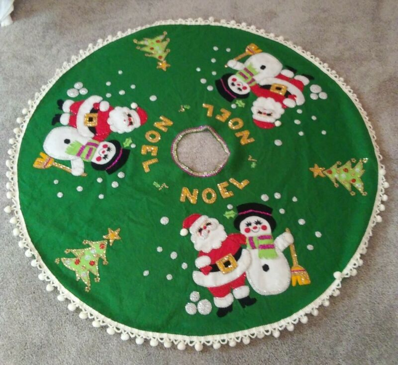 VINTAGE CHRISTMAS TREE SKIRT HANDMADE GREEN FELT SEQUIN SANTA CLAUS SNOWMAN TREE
