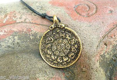 Großer Tibet Anhänger aus Metall Buddha Om Amulett Kalender Indien Nepal Asien