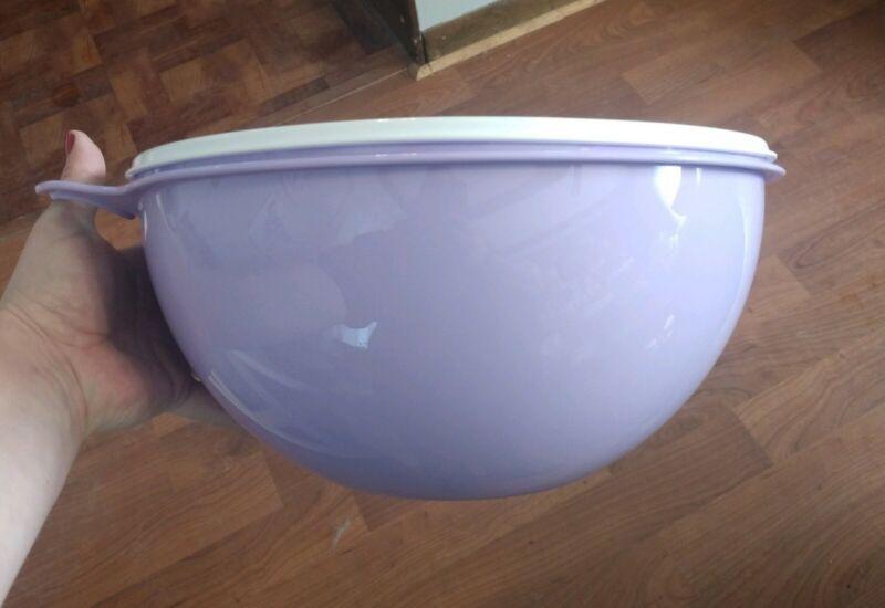 NEW! Tupperware Thatsa® Bowl Purple w/White seal - 32 Cups FREE US SHIP