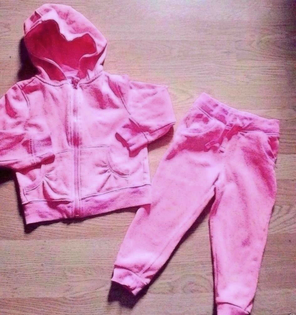 Girl Child's Pink Zipped Hoodie and Bottoms Complete Matching Set.Age 2-3 Years.