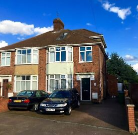 Double room with private conservatory sitting room in Whitehill Rd (Newmarket Road) AVAILABLE NOW !!