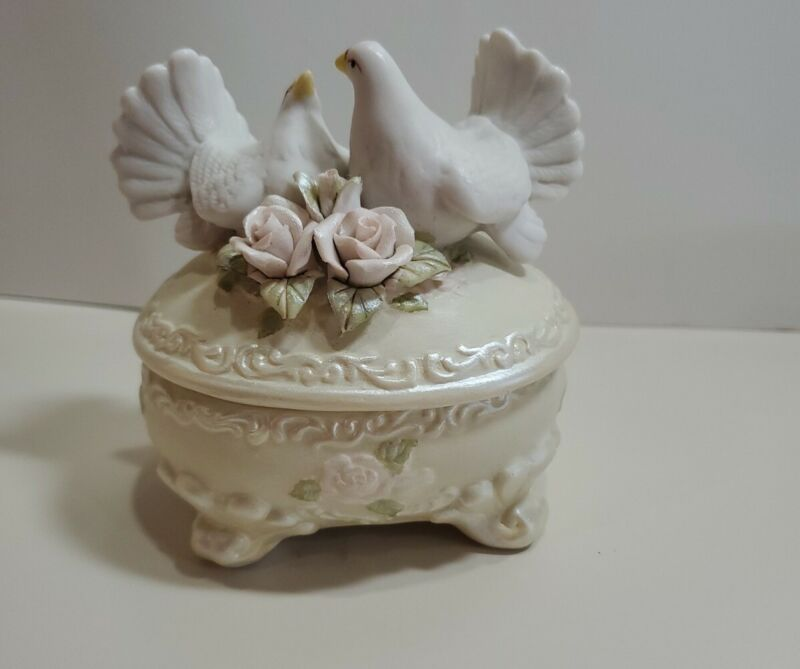 Dove Trinket Box with roses. Ceramic. Pre owned