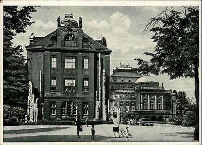 CHMENITZ Sachsen um 1940 alte Postkarte Gebäude Museum und Oper AK ungelaufen