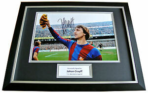 JOHAN-CRUYFF-HAND-SIGNED-FRAMED-AUTOGRAPH-PHOTO-MOUNT-DISPLAY-BARCELONA-COA