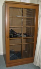 Display cupboard with 2 shelves and glass door Wood effect Excellent condition