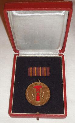 DDR - VERDIENTER AKTIVIST nur 1951 verliehen im ETUI - ANSEHEN (13074/100N)