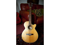 Beautiful Fender 12 string guitar - with Fishman plus eq built in - great condition