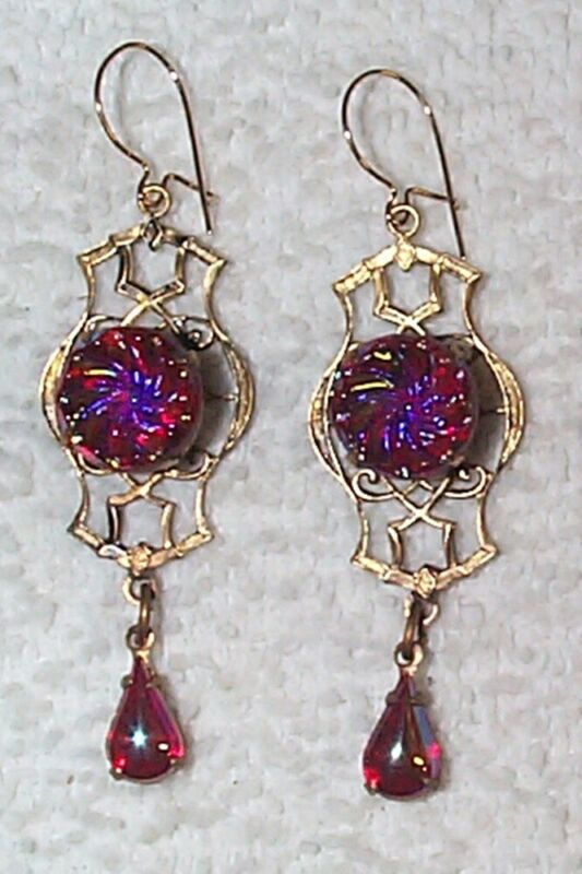 VINTAGE STUNNING CARVED RED IRIDESCENT ART GLASS DROP EARRINGS