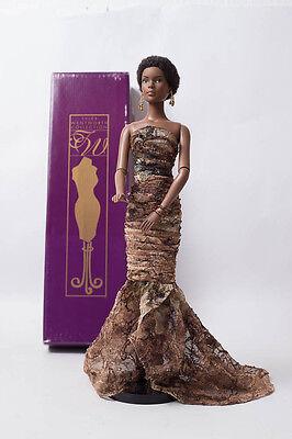 Robert Tonner Puppe Doll wunderschöne Esme in braunem Kleid