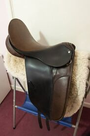 Saddle - County Competitor Dressage Saddle, size 17 '' No 4 fit (wide)