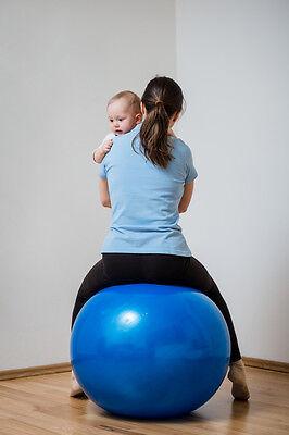 Entlastung schaffen mit einem Gymnastikball.