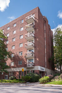 Gorgeous 2 bedroom in Hintonburg - All Inclusive for AUGUST