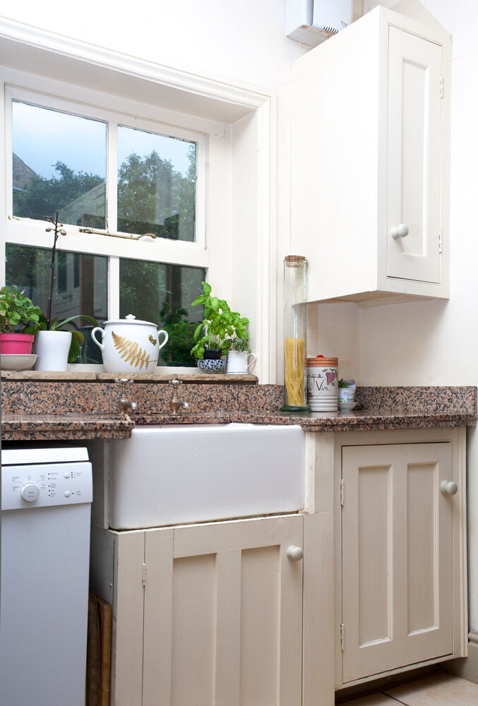 Fitted kitchen used inc wood units granite worktops for Wooden fitted kitchen