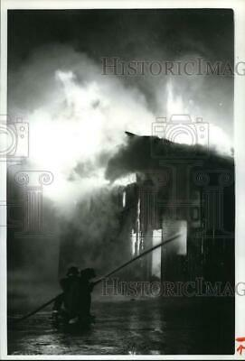 1988 Press Photo Syracuse Fire at Regional Market on Park Street, New York On Fire Photo