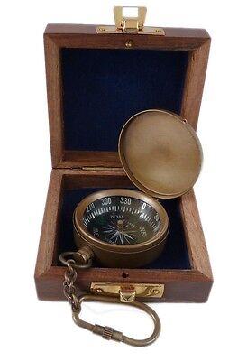 Schlüsselanhänger Kompass, Messing antik mit Deckel in der Holzbox