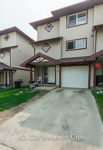 42-220 Swanson Cres 3 Bed 2.5 Bath Furnished Townhouse
