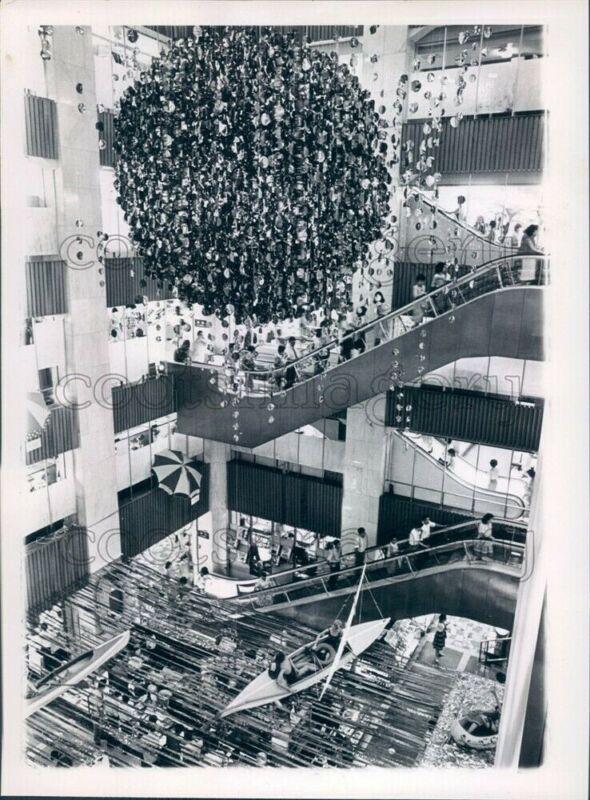 1964 Press Photo Escalators Hanging Boats Matsuya Dept Store 1960s Ginza Tokyo
