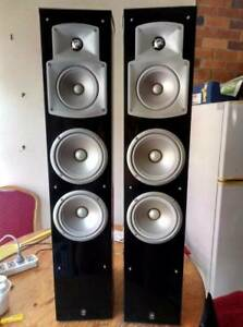 Yamaha NS-555 Speakers in Good Condition with Piano Finish