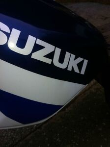 SUZUKI GSXR750 2000-2003 GAS TANK IN VERY GOOD CONDITION Windsor Region Ontario image 6