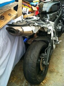 PARTING OUT A COMPLETE HONDA CBR600RR 08 Windsor Region Ontario image 7