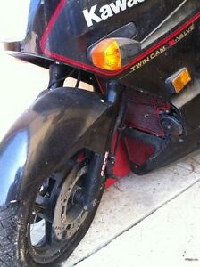 NINJA 750 KAWASAKI 87-88 WITH ONLY 23000 KMS PARTING IT OUT Windsor Region Ontario image 5