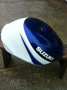 SUZUKI GSXR750 2000-2003 GAS TANK IN VERY GOOD CONDITION Windsor Region Ontario image 5