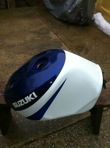 SUZUKI GSXR750 2000-2003 GAS TANK IN VERY GOOD CONDITION Windsor Region Ontario image 2