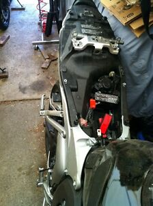 PARTING OUT A COMPLETE HONDA CBR600RR 08 Windsor Region Ontario image 6