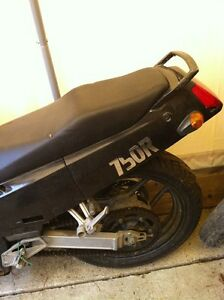 NINJA 750 KAWASAKI 87-88 WITH ONLY 23000 KMS PARTING IT OUT Windsor Region Ontario image 3