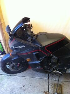NINJA 750 KAWASAKI 87-88 WITH ONLY 23000 KMS PARTING IT OUT Windsor Region Ontario image 2
