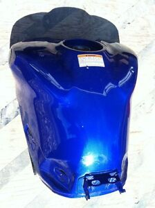 YAMAHA R1 07-08 GAS TANK AND COVER Windsor Region Ontario image 3