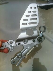 YAMAHA R6R 2009 RIDER AND PASSANGER FOOT PEGS COMPLETE Windsor Region Ontario image 2