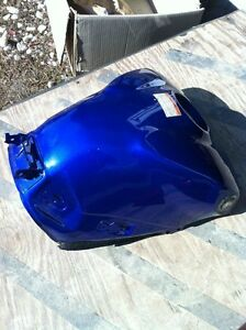 YAMAHA R1 07-08 GAS TANK AND COVER Windsor Region Ontario image 4