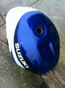 SUZUKI GSXR750 2000-2003 GAS TANK IN VERY GOOD CONDITION Windsor Region Ontario image 4
