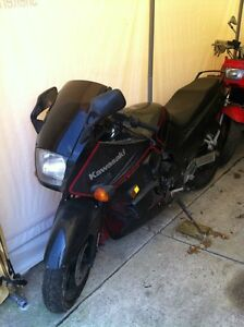 NINJA 750 KAWASAKI 87-88 WITH ONLY 23000 KMS PARTING IT OUT Windsor Region Ontario image 8