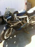 1990 SUZUKI GSXR750 WITH ONLY 15000KM HINDLE EX. PARTING IT OUT