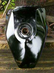 88-95 KAWASAKI NINJA 600R FUEL/GAS TANK IN VERY GOOD CONDITION Windsor Region Ontario image 1