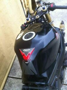 GSXR750 04-05  SUZUKI  TRACK BIKE OR PARTING OUT WITH EXTRAS Windsor Region Ontario image 5