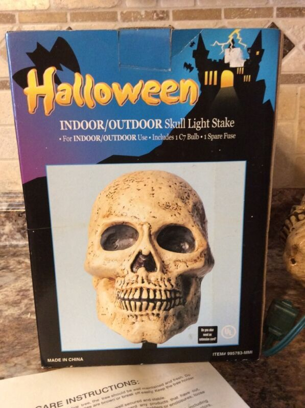 WHITE BLOW MOLD SKULL SKELETON FACE LIGHTED STAKE INDOOR/OUTDOOR