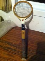 WOODEN TENNIS RACKET  --  RAQUETTE DE TENNIS