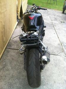 GSXR750 04-05  SUZUKI  TRACK BIKE OR PARTING OUT WITH EXTRAS Windsor Region Ontario image 3