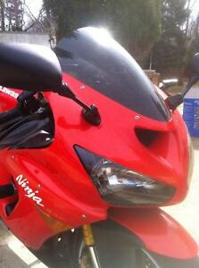 PARTING OUT A RARE 2005 KAWASAKI ZX636R IN EXCELENT CONDITION Windsor Region Ontario image 8