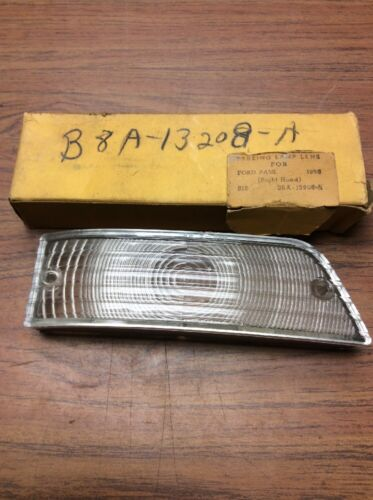NOS 1958 FORD Passenger Car  B8A-13208A Right Front Turn Signal Lens