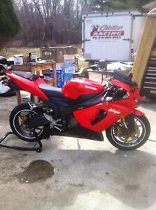 PARTING OUT A RARE 2005 KAWASAKI ZX636R IN EXCELENT CONDITION Windsor Region Ontario image 4