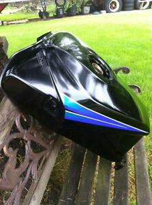 88-95 KAWASAKI NINJA 600R FUEL/GAS TANK IN VERY GOOD CONDITION Windsor Region Ontario image 2
