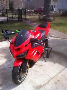 PARTING OUT A RARE 2005 KAWASAKI ZX636R IN EXCELENT CONDITION Windsor Region Ontario image 2