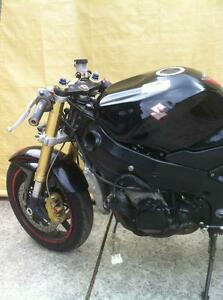 GSXR750 04-05  SUZUKI  TRACK BIKE OR PARTING OUT WITH EXTRAS Windsor Region Ontario image 6